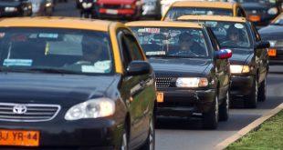 Taxistas protestan frente a la Moneda